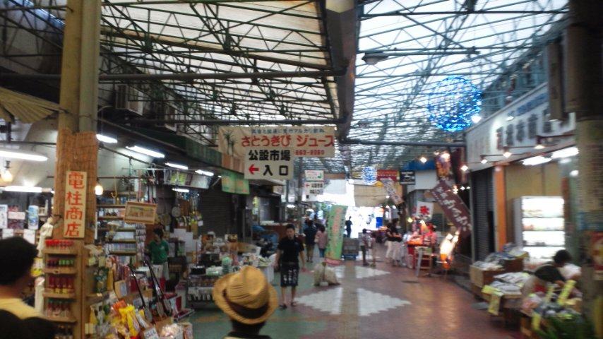 牧志公設市場付近にて