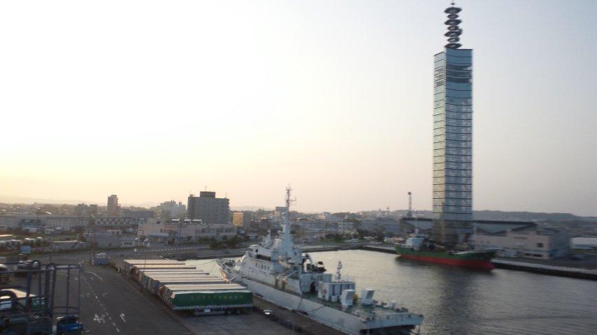 秋田港に到着