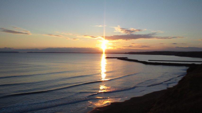 霧多布岬に落ちる夕日