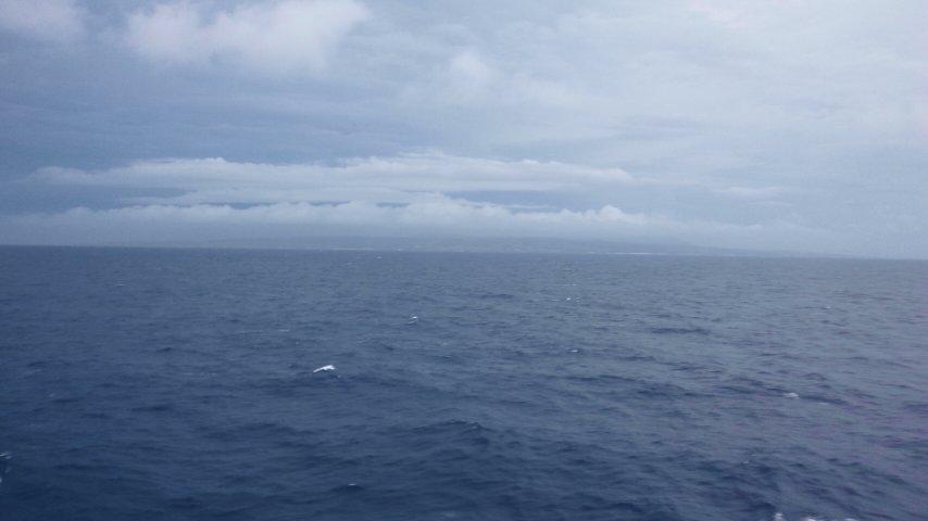 徳之島沖を航行中